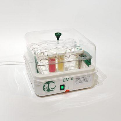 Incubateur de laboratoire, étuve pour les boîtes de Pétri ensemencées